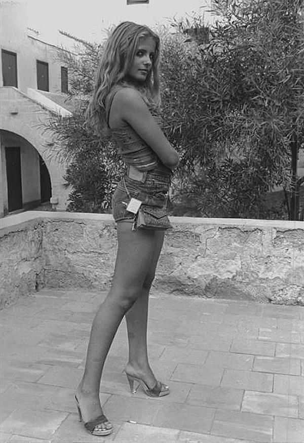 isabella-ferrari-in-zoccoli-1979